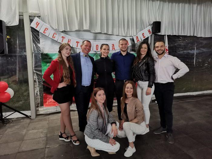 Преподавателите в клуб за народни танци БЪЛГАРИН